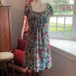 Adorbs flower dress!